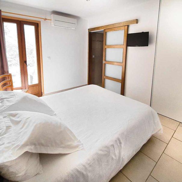"""Chambre RdC """"Marreda"""", maison d'hôtes Zella, Corse"""