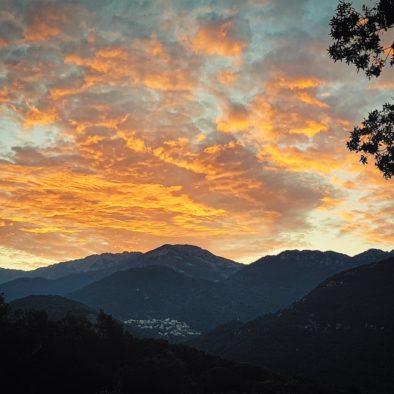 Zella - Maison d'hôtes -coucher de soleil sur les montages - vue de la terrasse