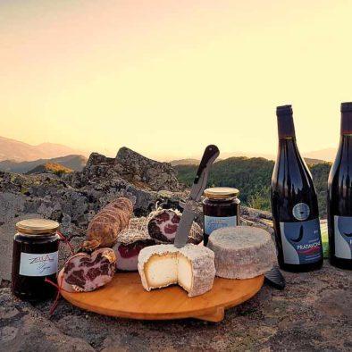 picnic au bozzi avec charcuterie et fromage corse
